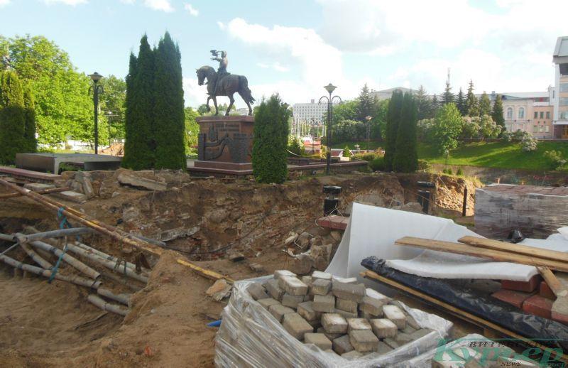 Стройматериалы у памятника Ольгерду