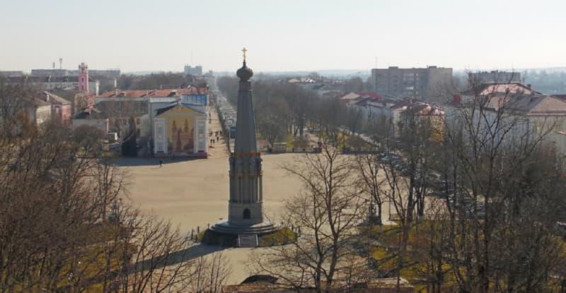 Вид на памятник героям Отечественной войны 1812 года