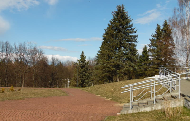 Вид на парк возле кургана