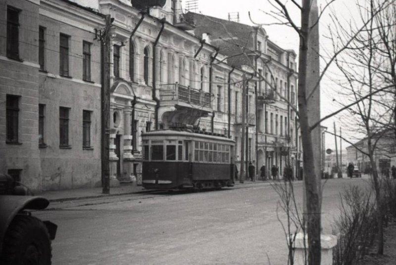1950-е годы. Трамвай в начале проспекта Фрунзе