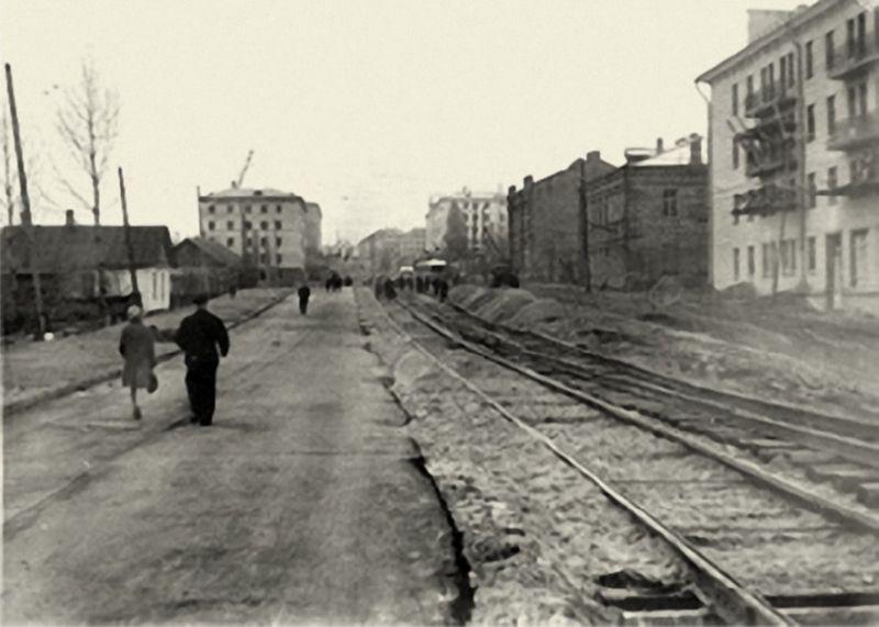 1950-е годы. Трамвайные пути у дома № 15 по проспекту Фрунзе