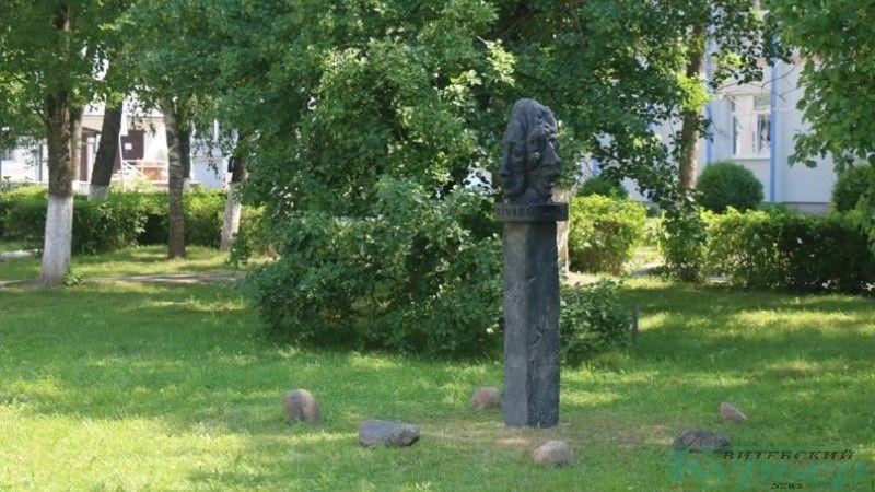 Арт-объект в сквере ВГУ