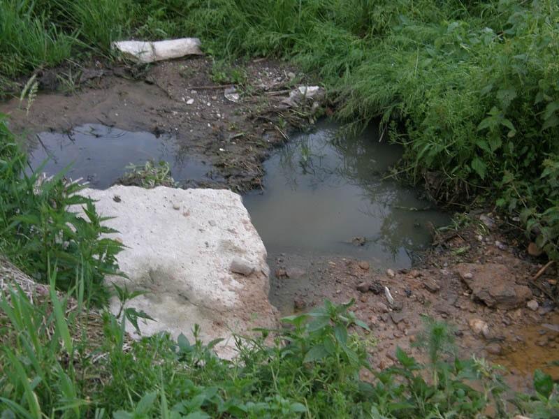 слив канализации в реку