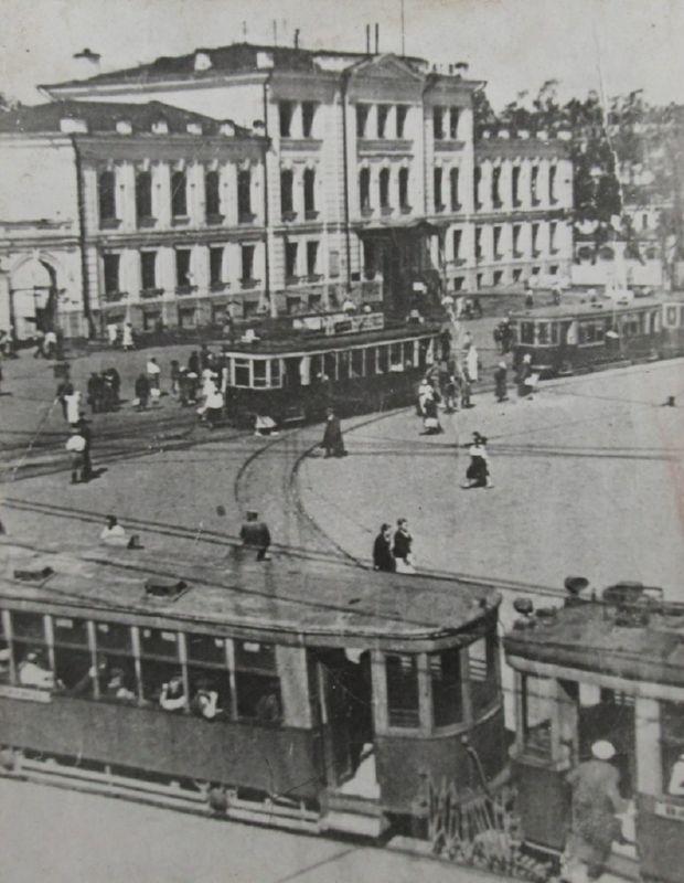 1940 год. Трамвай на площади Свободы