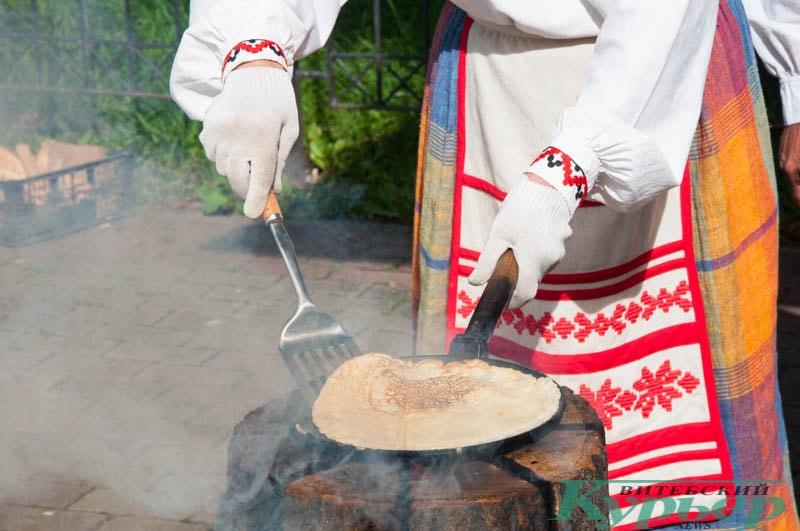 выпечка горячих блинов