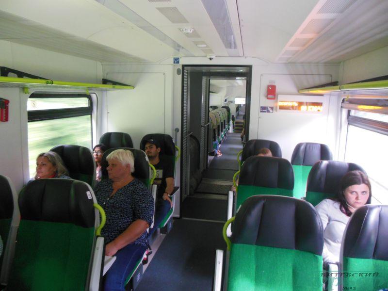 Пассажиры скоростного поезда