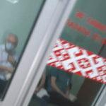 В кардиоцентре Витебска жалуются на кабинет ЭКГ в «красной зоне». Главврач информацию опровергает и утверждает, что она порочит деловую репутацию учреждения