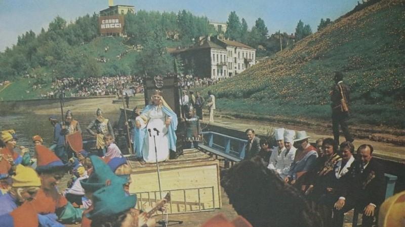 Княгиня Ольга плывет по Двине. Театрализованное представление начала 1980-х годов