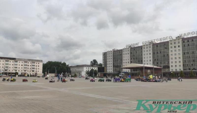 Машинки на площади Победы