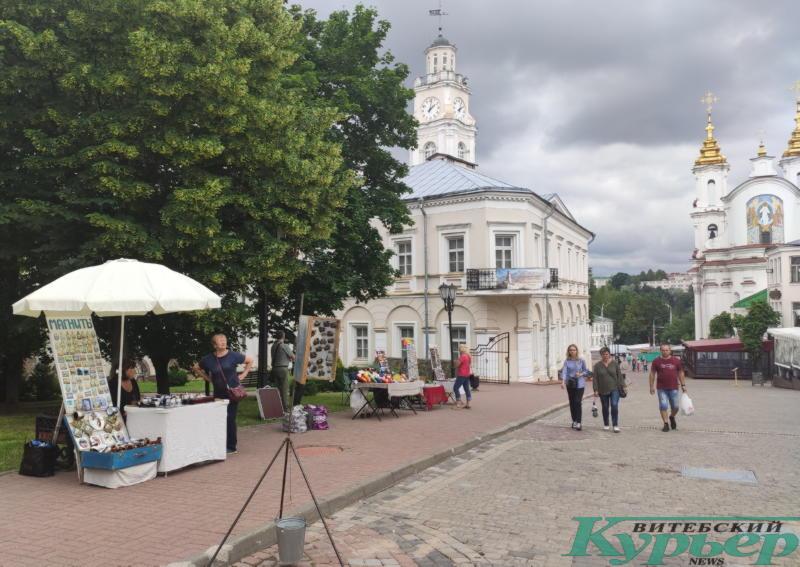 Пустая улица Суворова