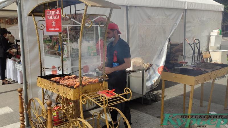 Шашлык готовят в некольких местах города