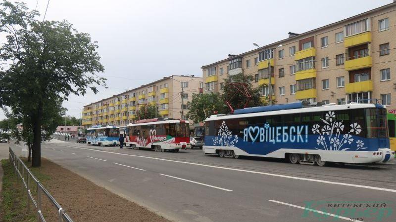 Трамваи на улице Космонавтов