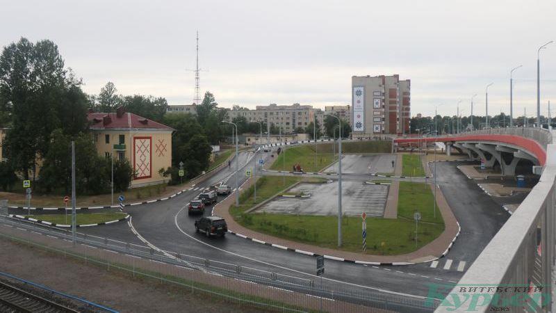 Вид с Полоцкого путепровода на Локомотивную улицу