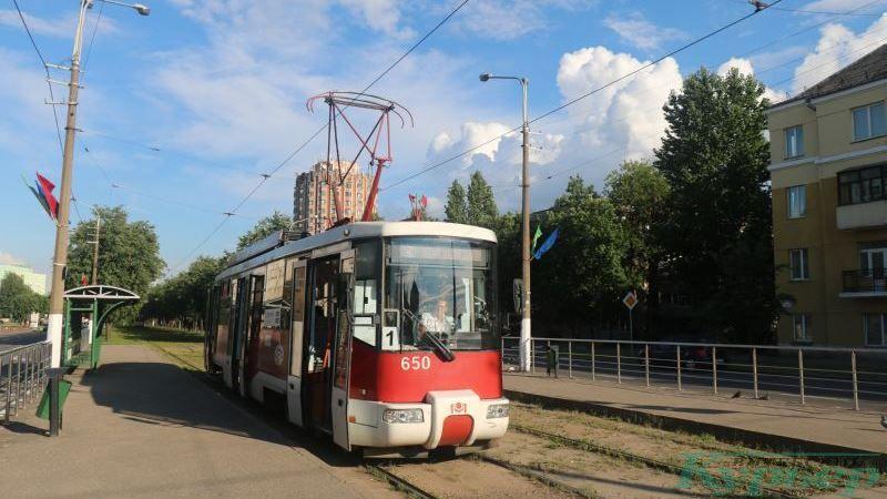 Трамвай на проспекте Людникова