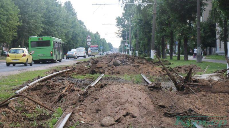 """Разрытое полотно трамвая у фабрики """"Знамя индустриализации"""""""