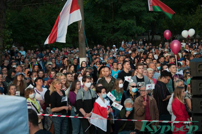 толпа на митинге в витебске