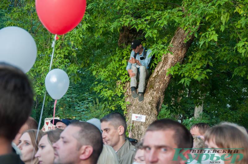 мужчина на митинге светланы тихановской
