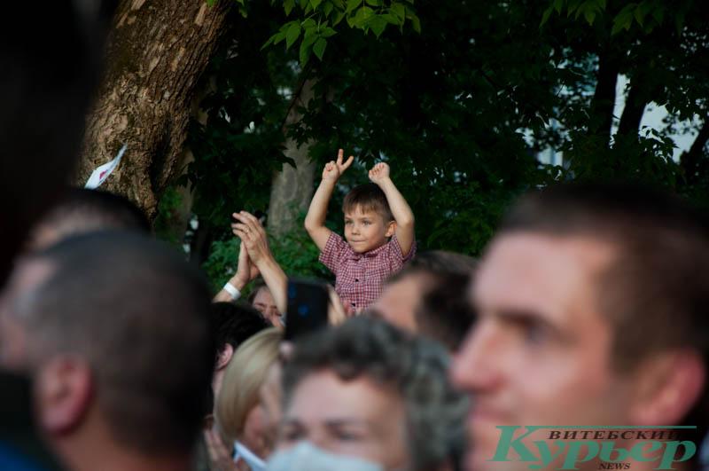 ребенок на митинге светланы тихановской