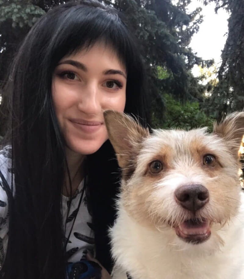 Эвелина с любимой собакой