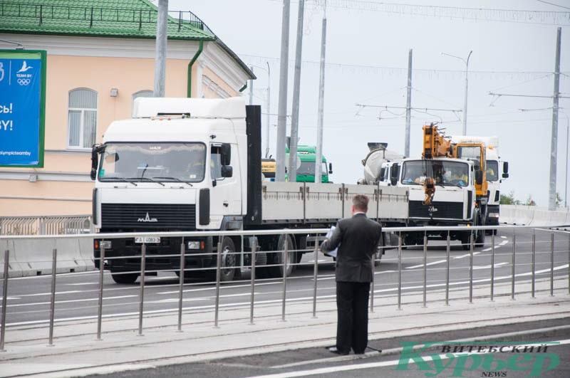 строительная техника покидает полоцкий путепровод