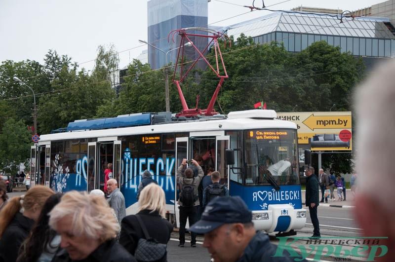запуск трамвая на открытии путепровода в Витебске