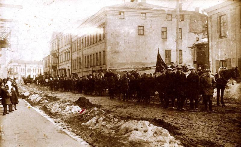 1930-е годы. Сбор металлолома на улице Толстого