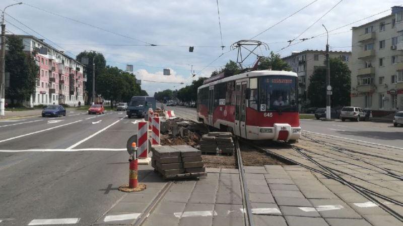 21 июля. Начало работ по демонтажу трамвайной лилии на пересечении проспектов Фрунзе и Людникова