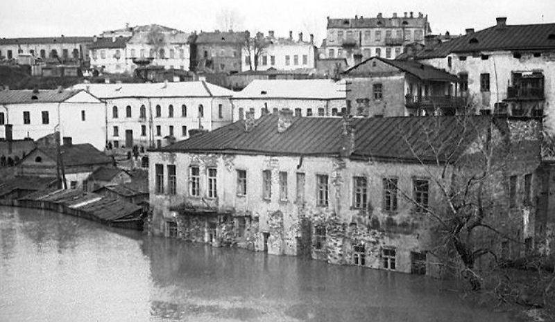 1956 год. Наводнение на Витьбе. Слева - сараи разрушенного дома Гибенталя