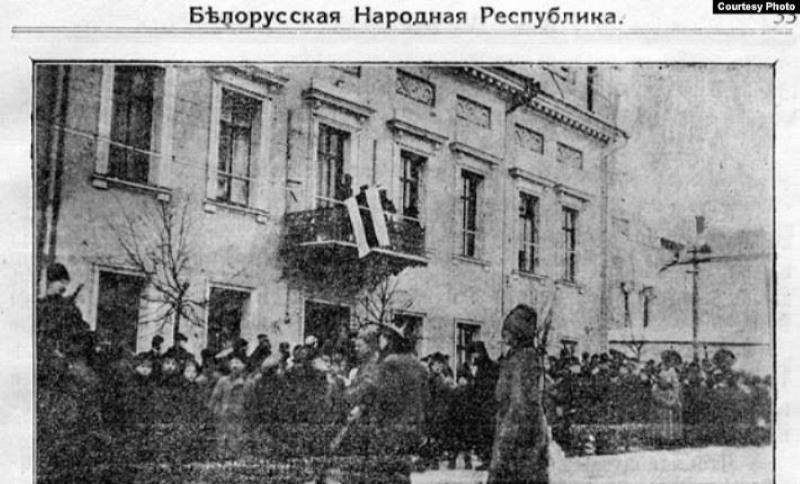 Бело-красно-белый флаг - символ БНР