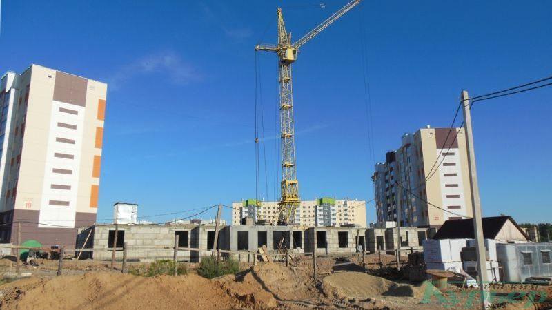 Строительство жилого дома за костелом в Билево