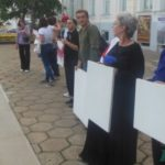 В Витебске художники выстроились в цепь солидарности против насилия. «Бастуй — не рисуй!»
