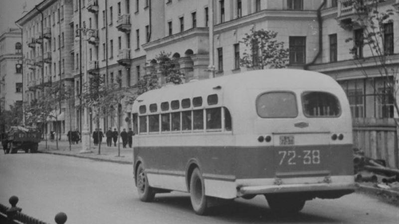 1956 год. Автобус ЗИС на улице Кирова