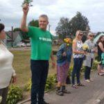 На акцию солидарности в Поставском районе вышел ксёндз