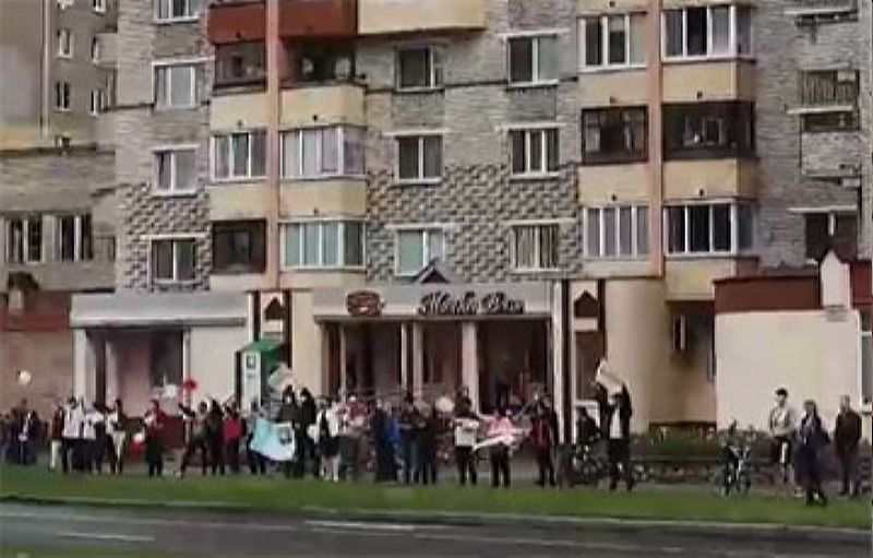 Цепь солидарности на улице Максима Богдановича в Полоцке