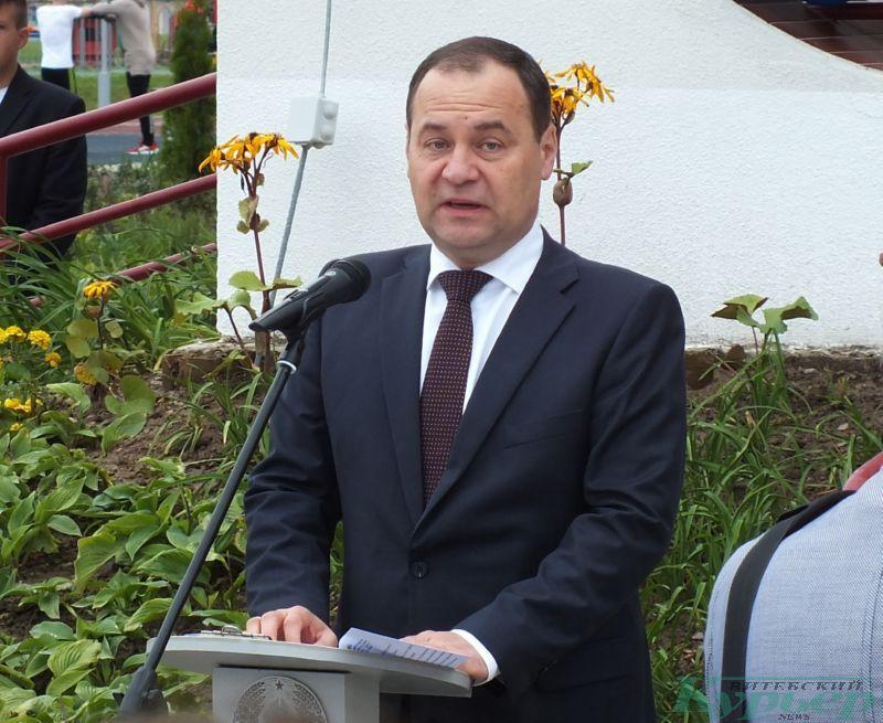 Роман Головченко на открытии школы