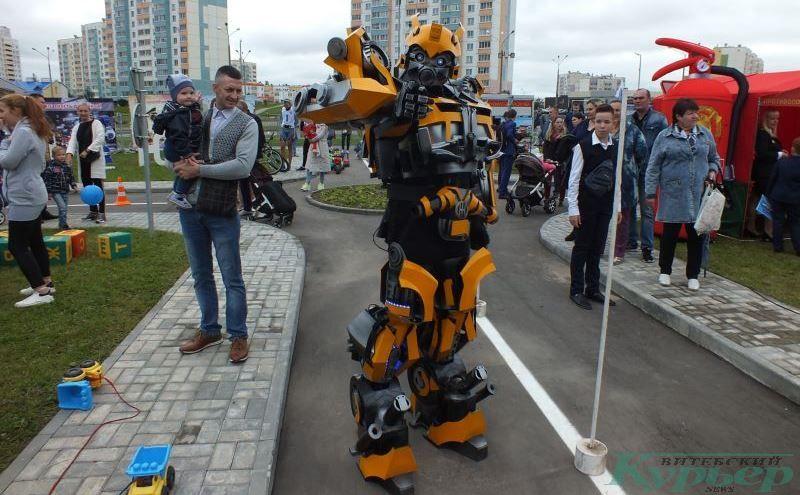 Ростовая кукла робота
