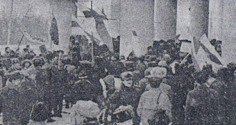 1994 год. Встреча Зенона Позняка у театра имени Якуба Коласа