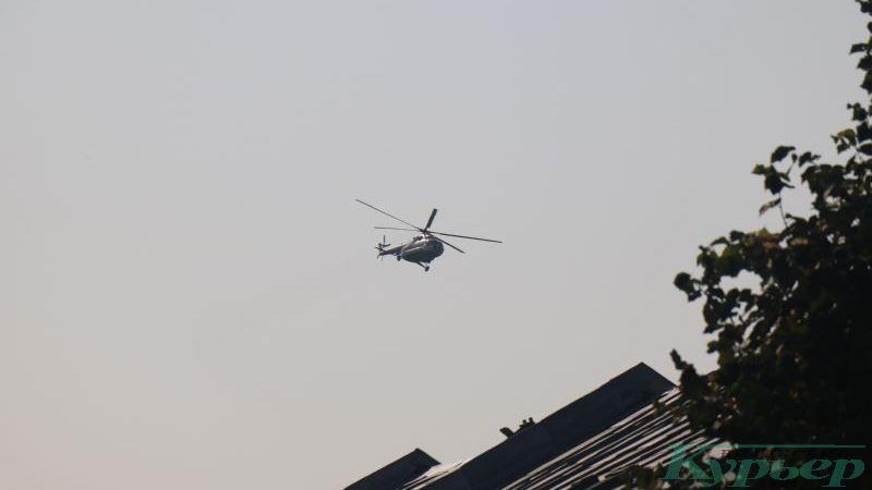 Вертолет над крышами улицы Суворова