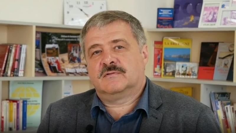 Декан факультета гуманитаристики и языковых коммуникаций Сергей Владимирович Николаенко