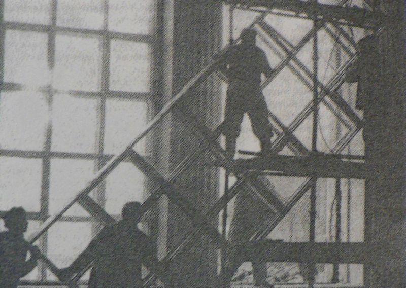 1992 год. Установка витражей на вокзале