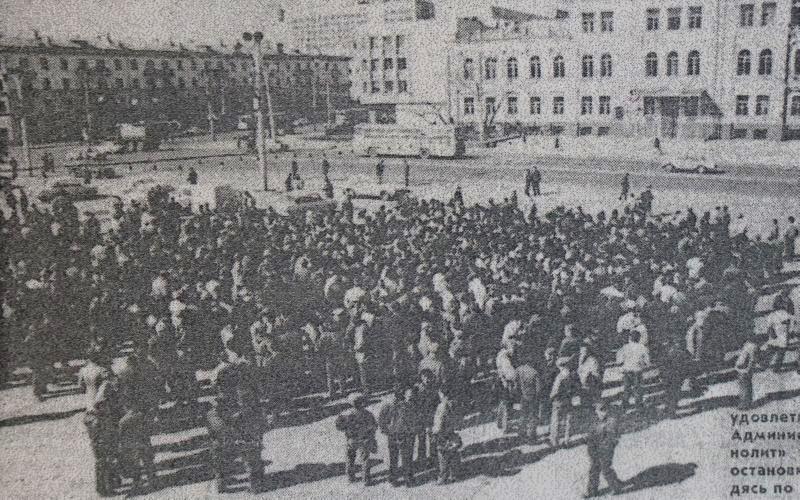 """""""Монолитовцы"""" и """"кировцы"""" на площади Свободы"""